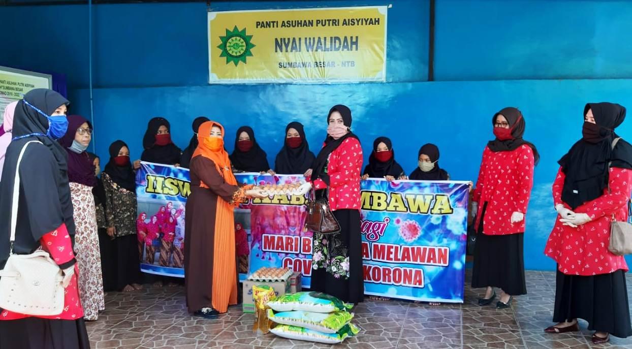 IISWARA DPRD Sumbawa Berbagi Sembako