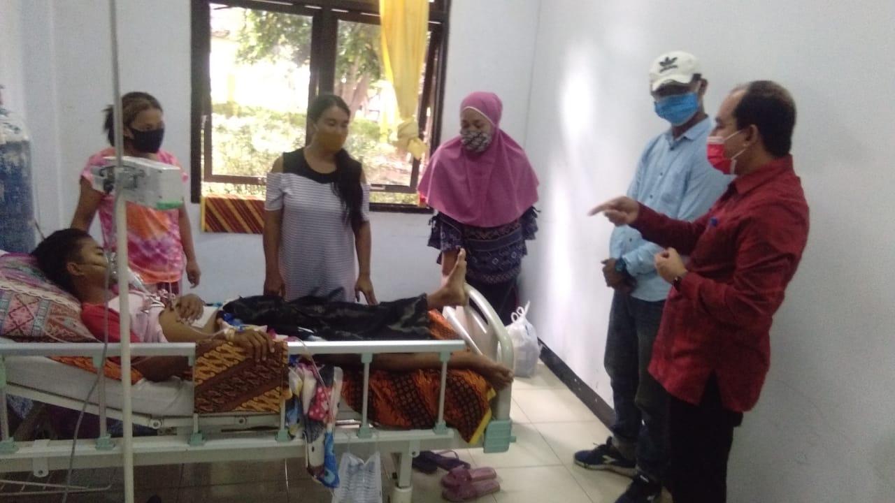 Ketua DPRD Sumbawa Kunjungi dan Bantu Penderita Gagal Ginjal