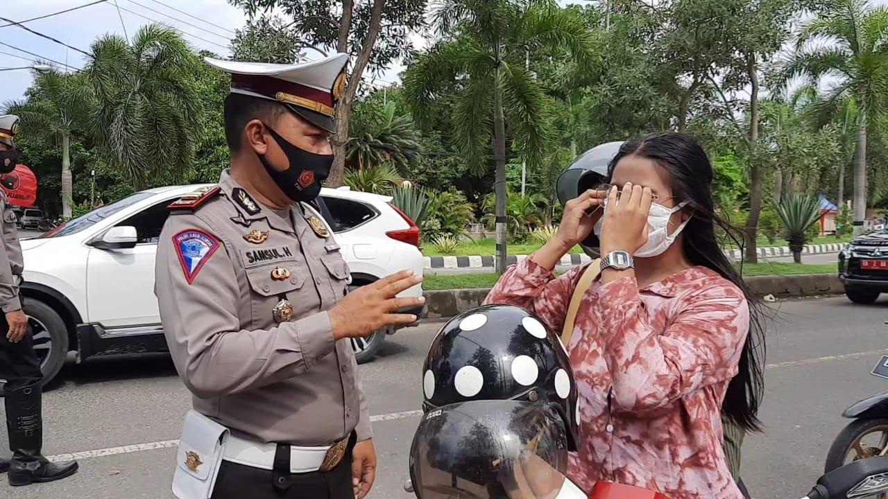 Dukung Pencegahan Covid-19, Satlantas Polres Sumbawa Ingatkan Pengendara Patuhi Prokes