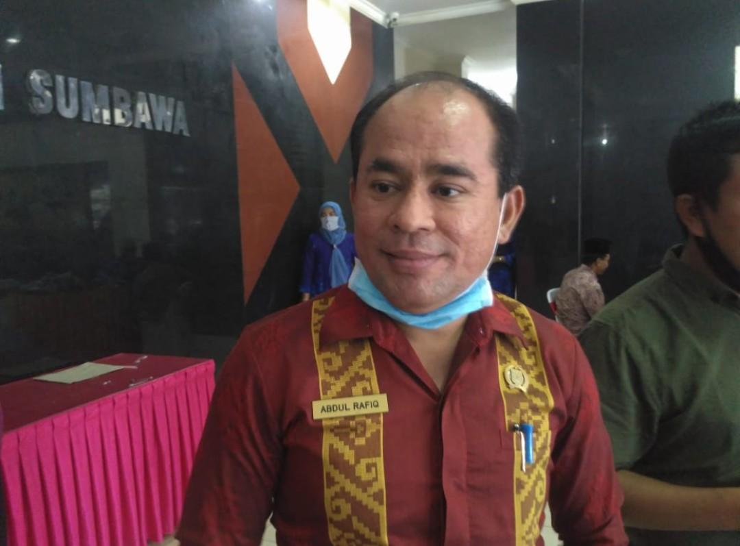 Ketua DPRD Sumbawa Siap Jadi Orang Pertama Divaksin Covid-19