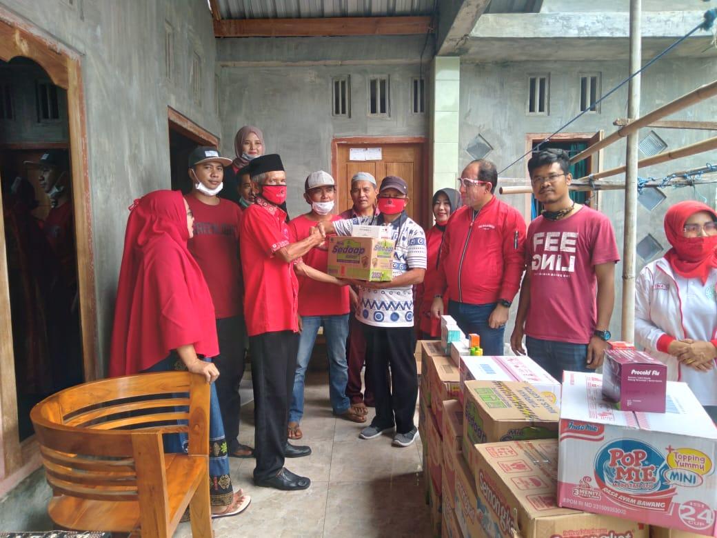 Sambangi Korban Banjir, DPC PDI Perjuangan Sumbawa Salurkan Bantuan