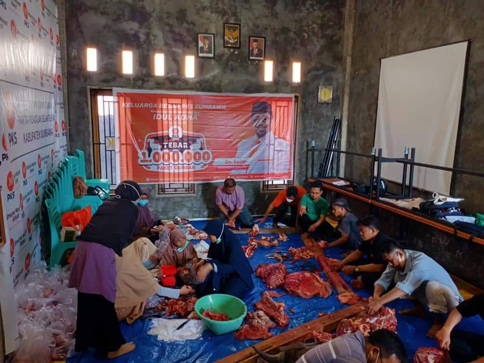 Aksi Peduli Ditengah Pandemi, PKS Sumbawa Tebar Hewan Kurban