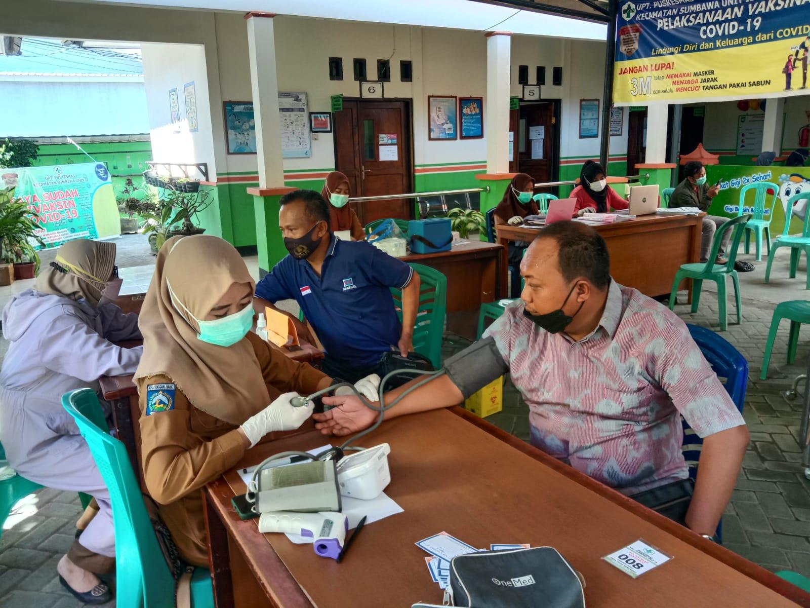 Puluhan Pegawai Balai PSDAH Pulau Sumbawa Divaksin